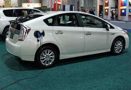The Advantages and Disadvantages of Driving a Hybrid Car